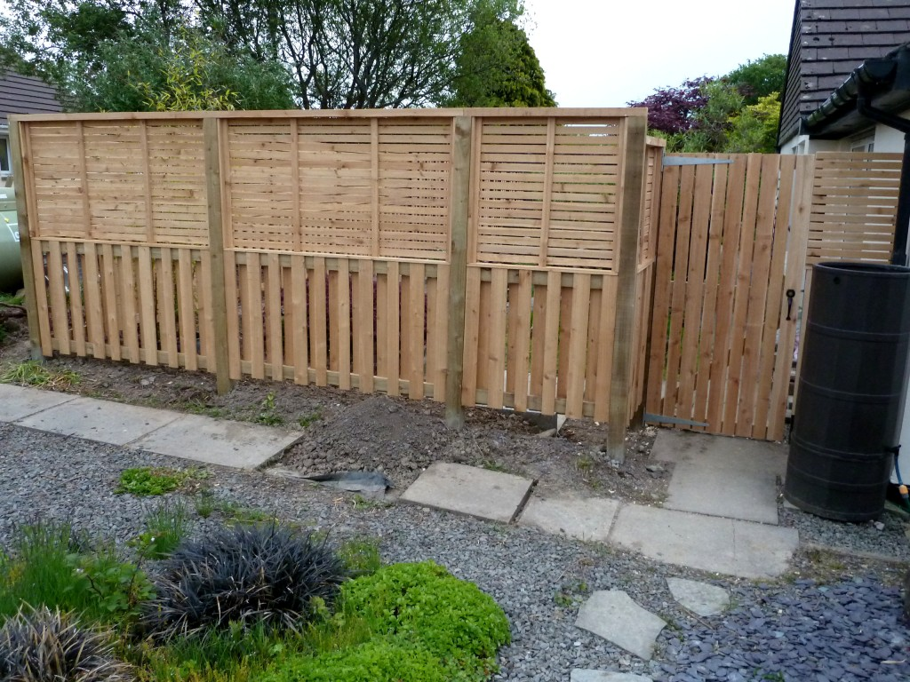 Contemporary style fence in Western Red Cedar