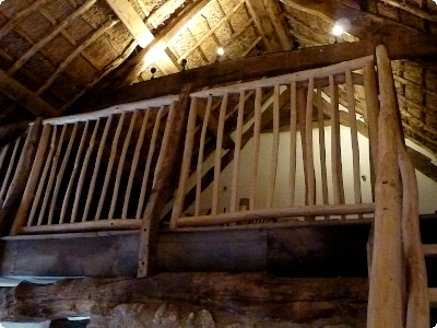 Rustic cleft bannister infills